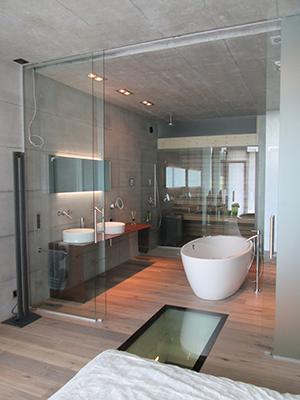 Badezimmerverglasung mit Saunaatrennung